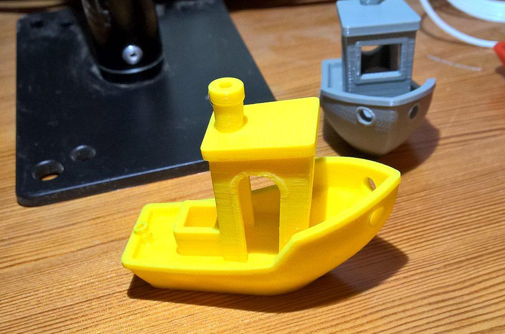 und in Gelb mit 0,1mm Schichtdicke